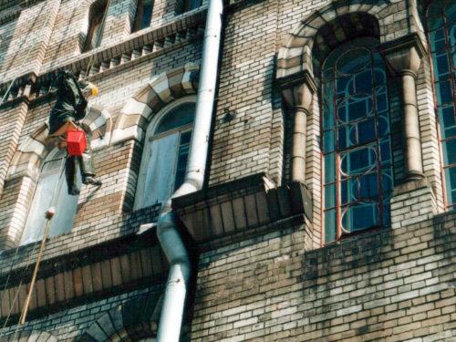 Очистка фасада здания после пожара