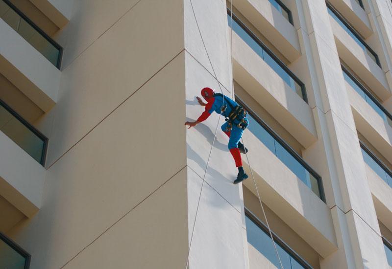 Человек-паук альпинист
